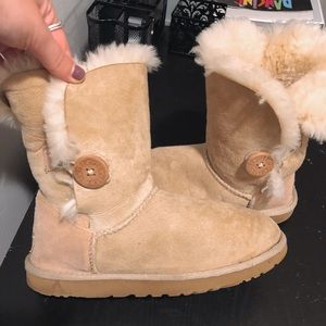 Bailey Button Sand Uggs